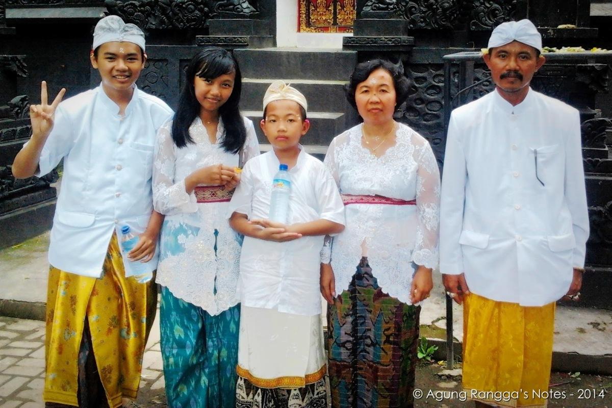 foto pas sembahyang di Pura Suranadi – Lombok, NTB