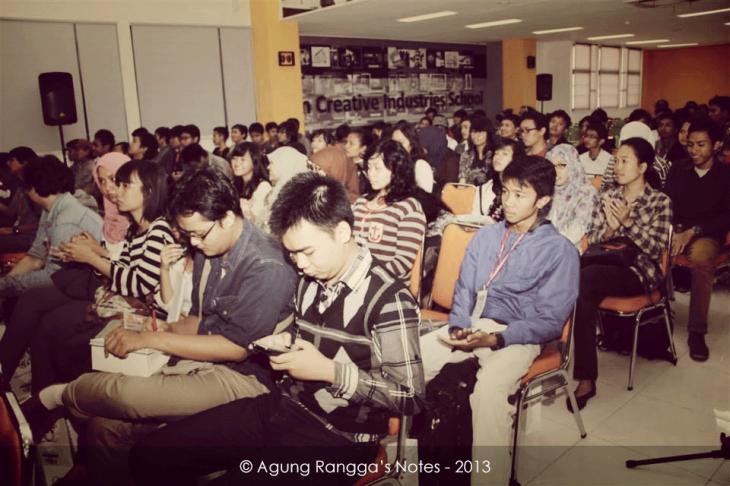 para peserta seminar dan workshop. ada yang melihat saya? :))