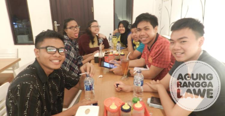 makan malam bareng rombongan Tel-U