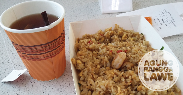 nasi goreng dan teh hangat