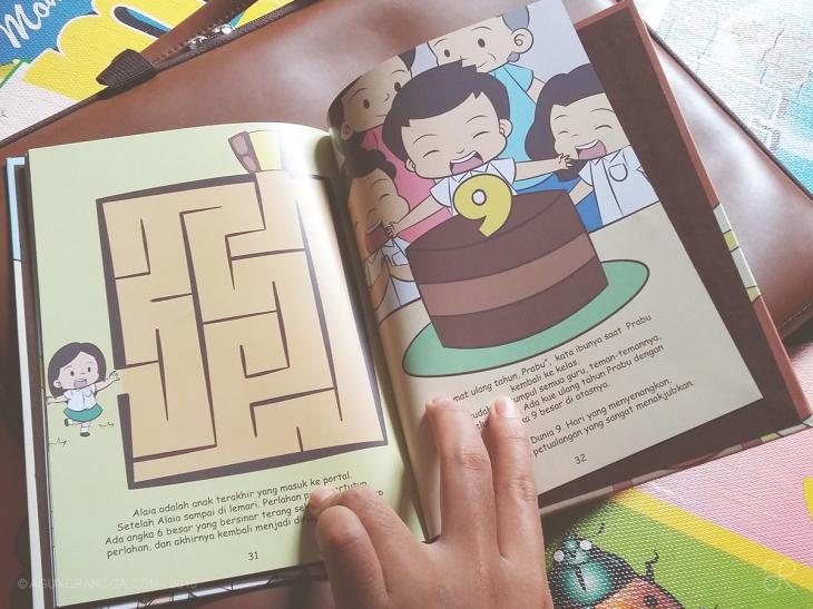 Permainan labirin sederhana. Pokoknya, buku ini benar-benar istimewa deh!