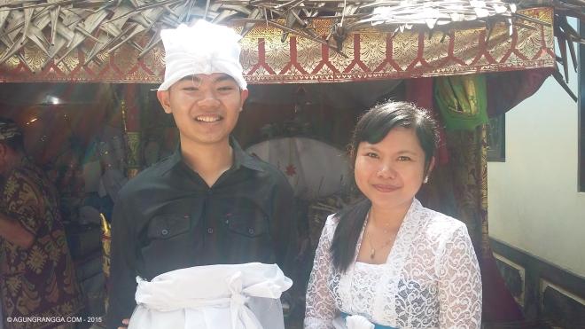 saya dan Mbok GungGek, cucu tertua kakek