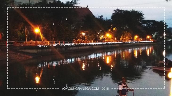 menyusuri sungai Kalimas yang indah di tengah kota Surabaya