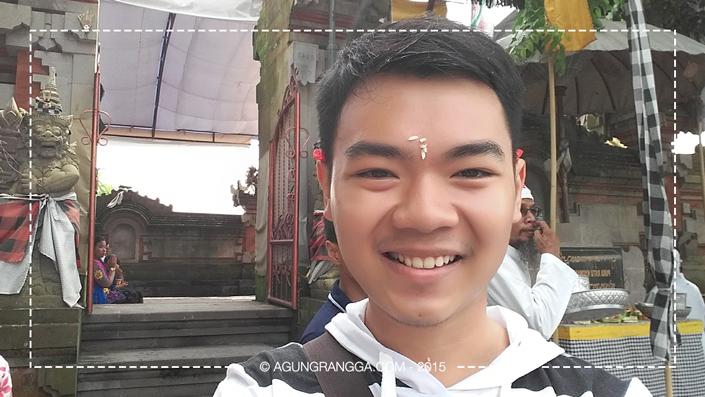 pas sembahyang di Pura Rambut Siwi, sebelum pulang ke Bekasi