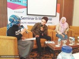 Dua pembicara pada sesi kedua