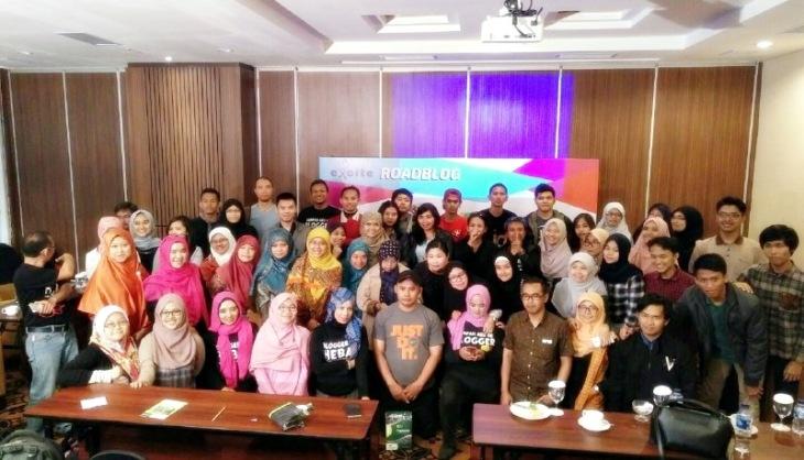 Foto bersama dengan peserta Road Blog Bandung