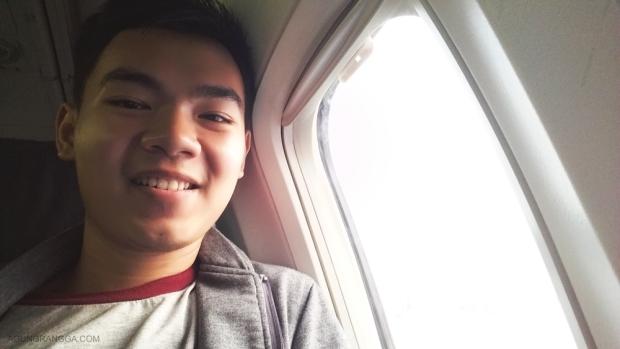 Kursi dekat jendela pesawat
