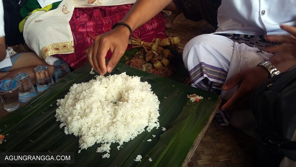 nasi dan lauk pauk untuk megibung