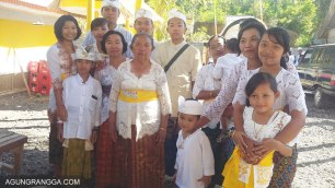 foto bersama keluarga Mama