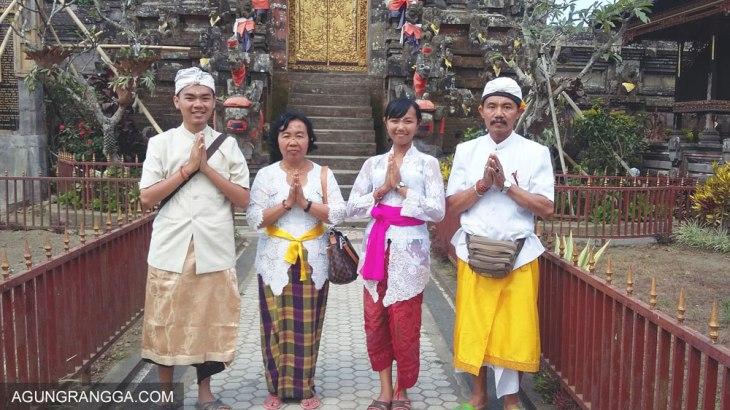 foto keluarga di Pura Ulundanu Batur