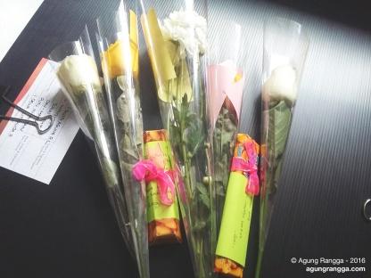 dapat bunga dan cokelat