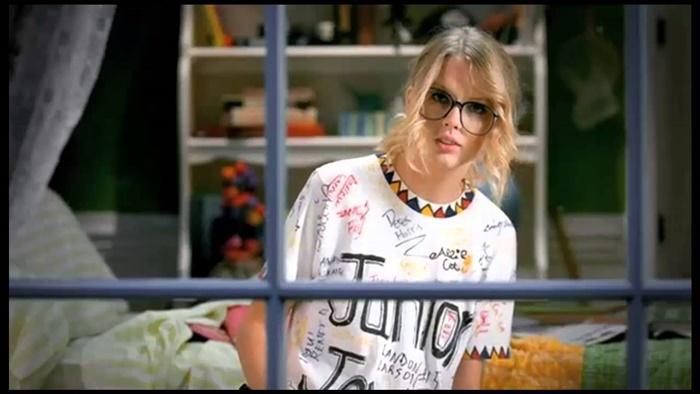 Taylor Swift – You Belong With Me | Videonya Wah!