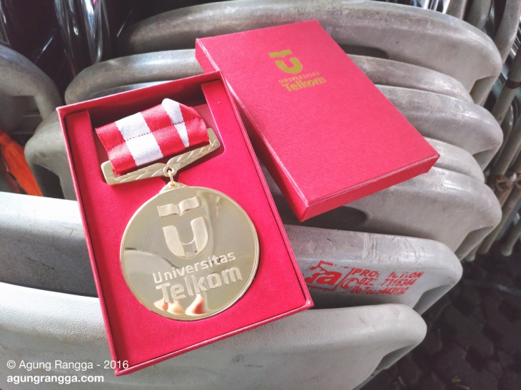 medali emas buat wisuda