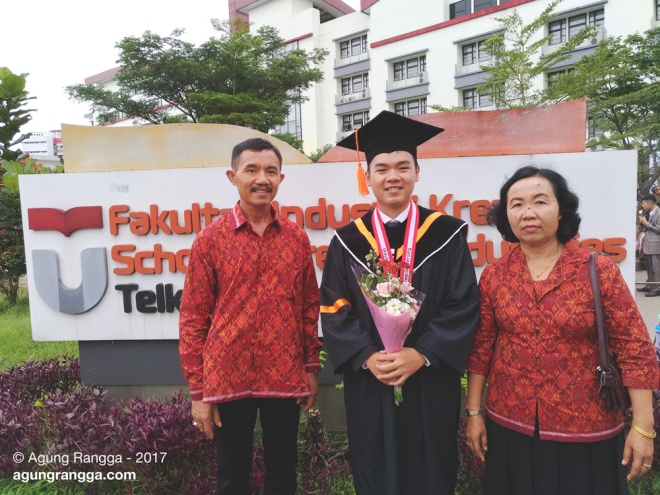 foto dengan mama dan bapak