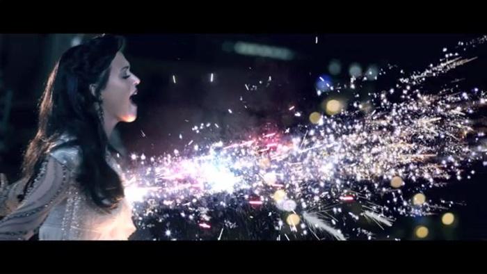 Katy Perry – Firework | biarkan mereka melihat kilauan dirimu!