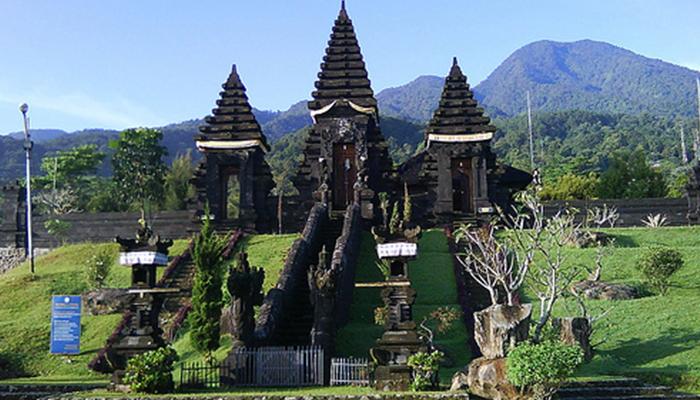 Liburan Singkat di Pura Gunung Salak –Bogor