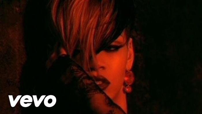 Rihanna – Te Amo | bukankah berarti 'I Love You'?
