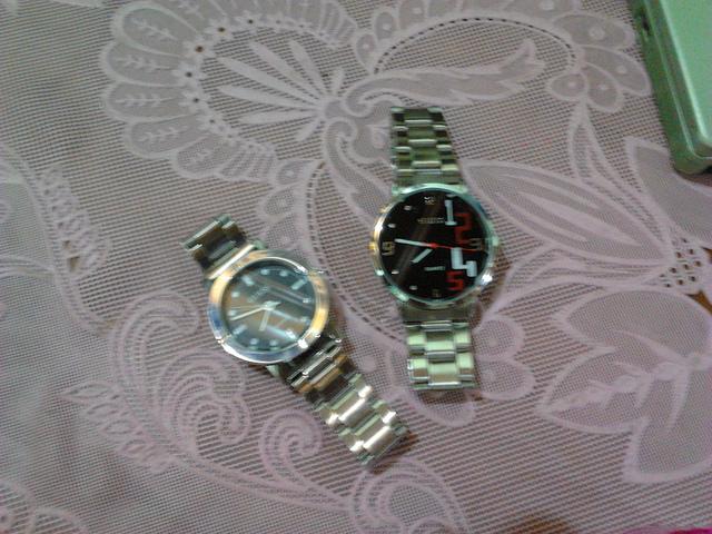 dua jam tangan, hadiah ulang tahun ke 18
