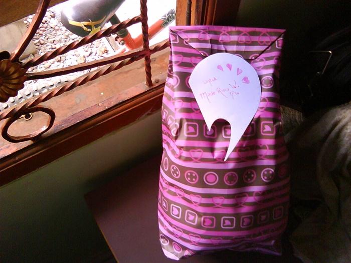 """""""A Present For Her"""" hadiah kecil untuk dia~"""