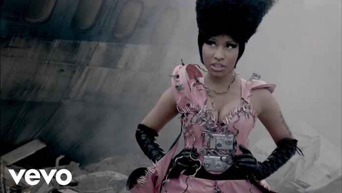 Nicki Minaj – Fly (feat. Rihanna) | tak ada yang bisa mengalahkanku