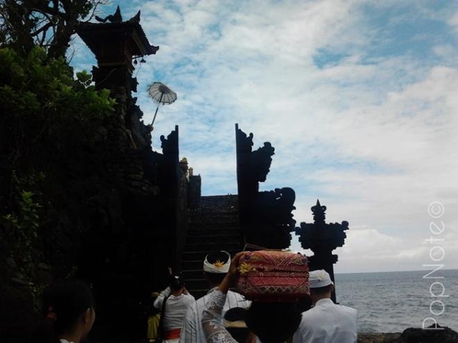 pura yang indah di tebing laut - Pura Batu Bolong, Lombok