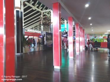 ruang tunggu bandara soetta