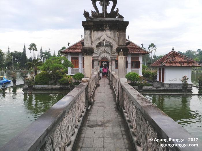 bale-bale di Taman Soekasada Ujung