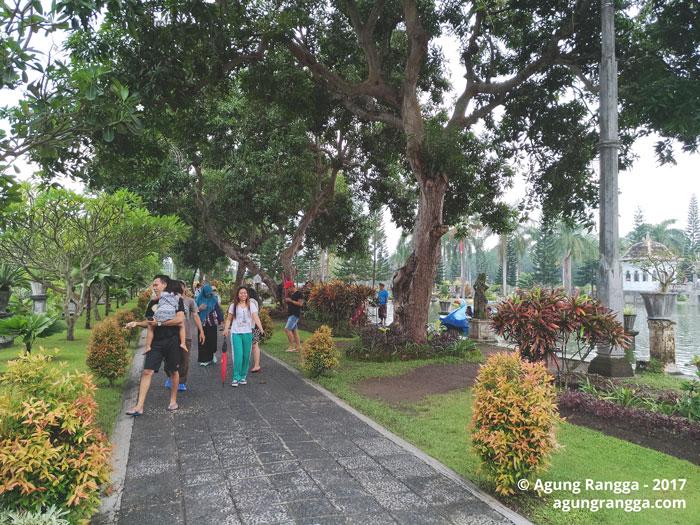 banyak pepohonan di Taman Soekasada Ujung