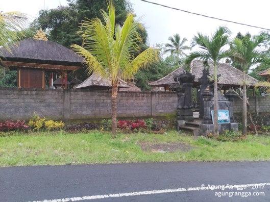 depan Pura Manik Gumawang
