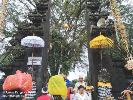 gerbang menuju Pura Dalem Puri