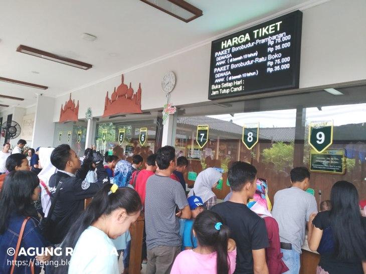 antrean tiket masuk Candi Borobudur