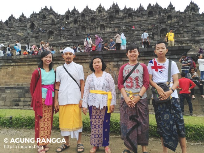 foto keluarga di Candi Borobudur