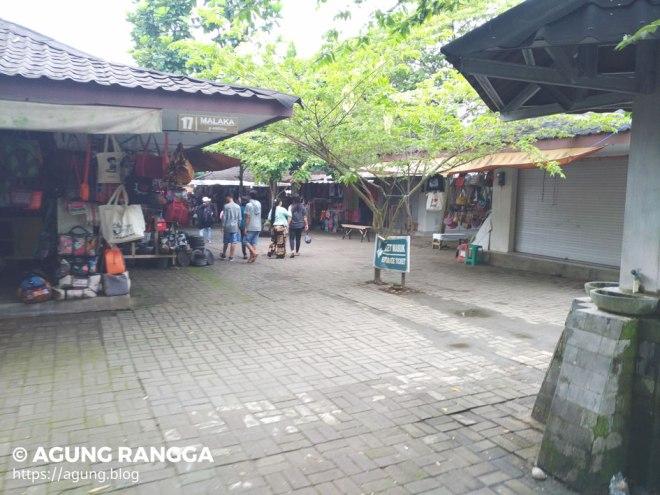 labirin kios pedagang di Candi Borobudur