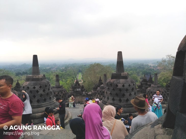 pemandangan indah dari puncak Candi Borobudur