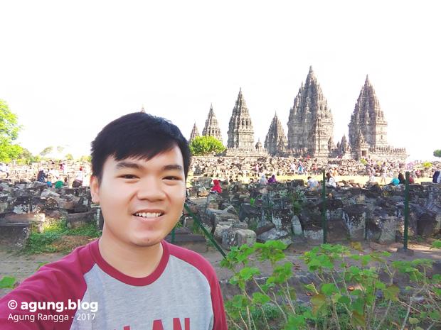 selfie di depan Candi Prambanan