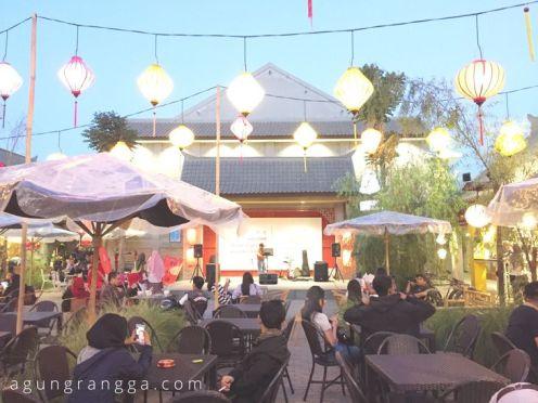 Panggung pertunjukan di Chinatown Bandung