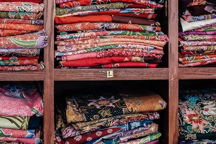 Perhatikan Motif & Warna Batik