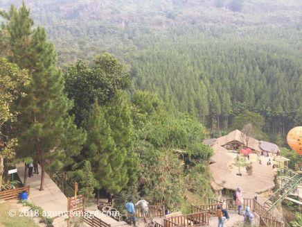 Beberapa pengunjung di The Lodge Maribaya