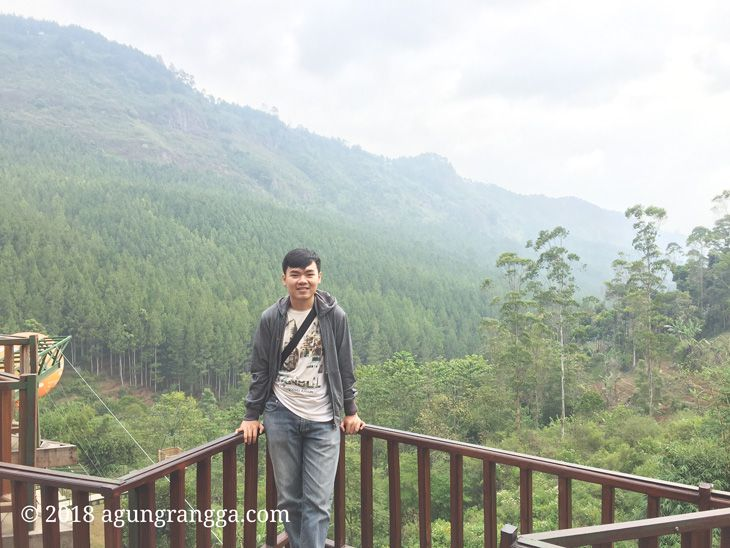 Berfoto di tepi The Lodge Maribaya