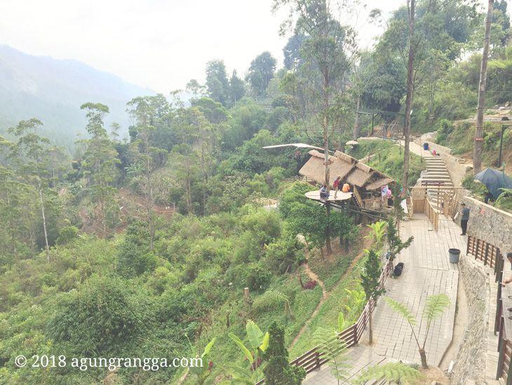 Indahnya suasana di The Lodge Maribaya