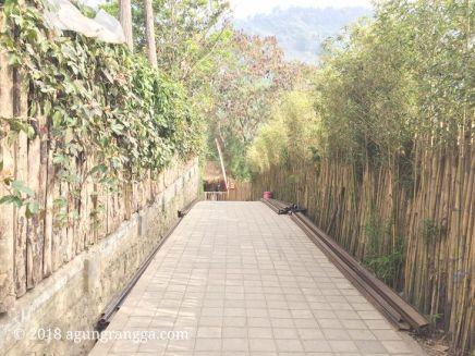 Pagar bambu di The Lodge Maribaya