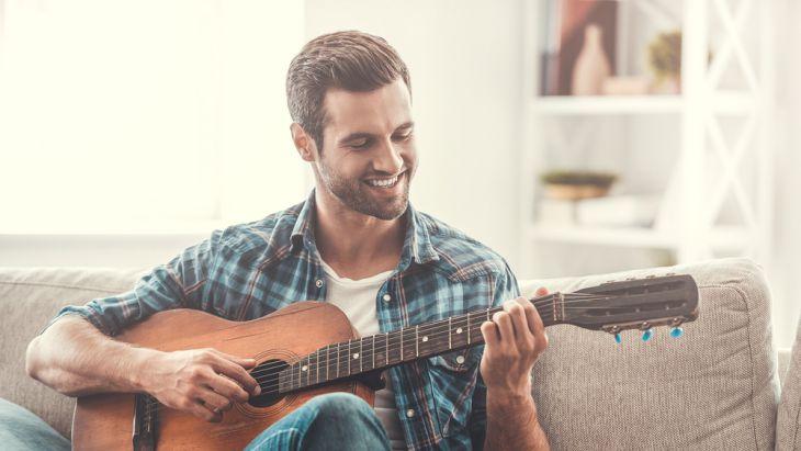 Memilih posisi bermain gitar yang nyaman